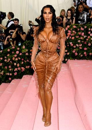 Kim Kardashian saattaa veloittaa Instagram-postauksistaan satoja tuhansia euroja.