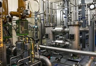 Häiriöreservin tuottama sähkö on kallista. Kun Forssan laitos käy täysillä, kevyttä polttoöljyä palaa minuutissa noin 1600 litraa. Sillä lämmittäisi omakotialoa noin puoli vuotta.