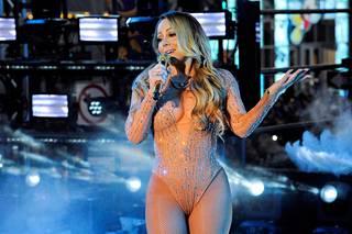 Taustanauha pyöri koko esityksen ajan, mutta Carey ei pystynyt laulamaan sen tahdissa.