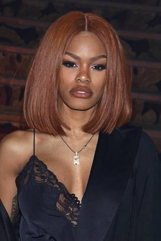 Näyttelijä Teyana Taylorin suora hiustyyli keskijakauksella on kopioimisen arvoinen.