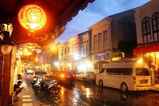 Vanhankaupungin korttelit ovat yhtä isoa valotaideteosta.