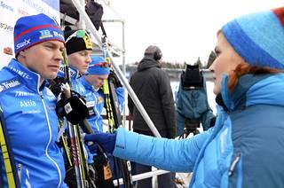 Laura Arffman haastatteli kihlattuaan Anssi Pentsistä tammikuussa 2016. Myös MM-kisoissa Pentsinen on jo päässyt kihlattunsa haastatteluun.