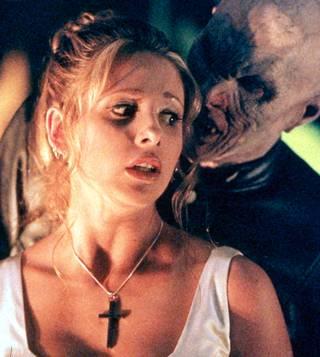 Sarah Michelle Gellarin näyttelemä Buffy, vampyyrintappaja taisteli sarjassaan hirviöitä vastaan.