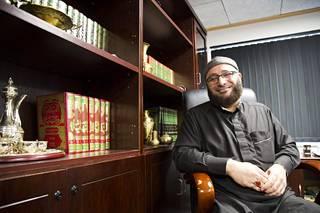Oussama El-Saadin mielestä Suomen muslimeilla on oikeus omaan moskeijaansa. –Me olemme osa näitä yhteiskuntia. Jos haluat, että minusta tuntuu siltä, pyydä kirkkoministeriä antamaan rahaa moskeijaan.