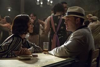 Zoe Saldana näyttelee Floridan Yborissa bisneksiä tekevää viettelijää Gracielaa, josta Joe (Ben Affleck) kiinnostuu.
