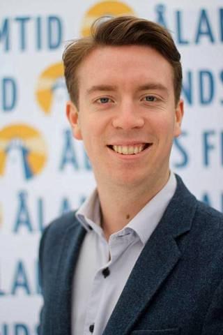 Ahvenanmaan itsenäisyyttä ajavan puolueen puheenjohtaja Axel Johnson vuonna 2014.