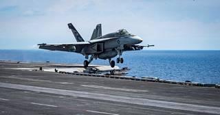USS Carl Vinsonin kalustoon kuuluu Suomellekin kaupiteltavia F/A-18E Super Hornet -hävittäjäkoneita.