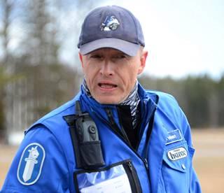 Kurssin johtajana toimii ylikonstaapeli Kimmo Järvinen. Hän neuvoo, että katumotoristit osallistuisivat niin ikään ruosteenpoistokursseille.