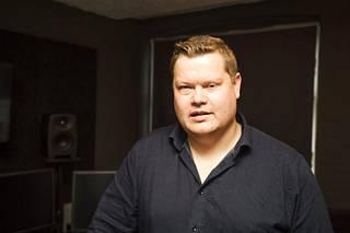 Sharialakia Tanskassa -dokumentin tehnyt journalisti Martin Jensen uskoo, että myös suomalaisten moskeijoiden suljettujen ovien takana puhutaan asioita, jotka eivät sovi länsimaalaiseen yhteiskuntaan.