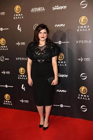 Suvi Teräsniska oli valinnut mustan mekon gaalaa varten.