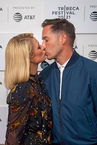 Paris Hilton ja Carter Reum menivät kihloihin helmikuussa.