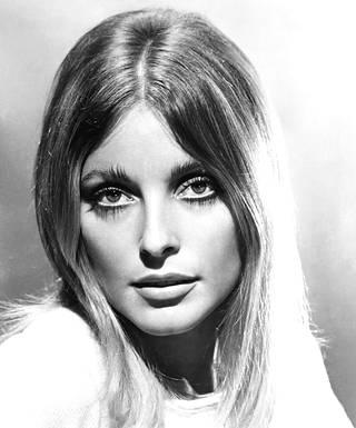 Sharon Tate oli kuollessaan vasta 26-vuotias. Hänelle povattiin tähteyttä Hollywoodissa, sillä 1968 Tate oli ehdokkaana Vuoden tulokkaaksi Golden Globe -gaalassa.