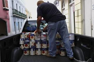 Puerto Ricossa on myös hamstrattu ruokaa myrskyn alla.