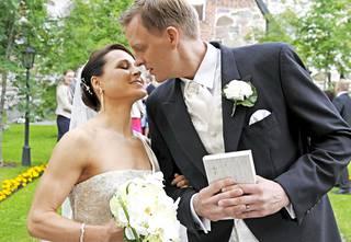 Aino-Kaisa Saarinen ja Tom Gustafsson ovat naimisissa