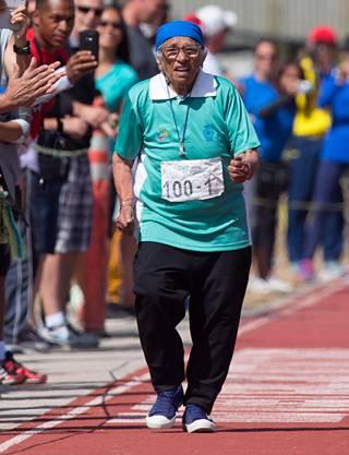 Man Kaur juoksi sata metriä aikaan 1.14,56. Vastatuulta oli 2,1 metriä sekunnissa.