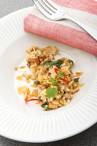 Paistettu riisi ja kinkku ovat herkullinen arkiruoka joulun jälkeen.