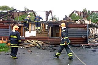 Hirsihotelli tuhoutui korjauskelvottomaksi.