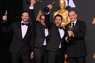 Viidakkokirjan Oscarin noutivat Robert Legato, Tommin pomo Adam Valdez, Andrew R. Jones ja Dan Lemmon.