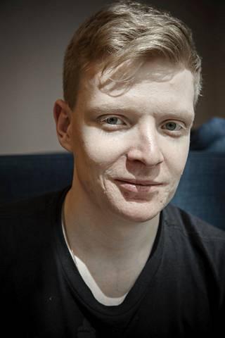 Unkarista Suomeen muuttanut Konstantinos Karatsevidis on perustanut Suomessa Eve-Tech-yrityksen, joka suunnittelee tietokoneita.