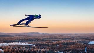 Jarl Magnus Riiberin (kuvassa) hyppykunto on Suomen päävalmentajan Petter Kukkosen mukaan aivan ylivoimaista.