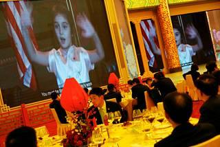 Arabella Kushner esiintyi mandariinikiinaksi.