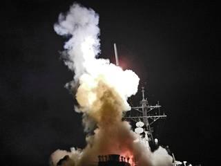 Yhdysvallat tuhosi varhain perjantaiaamuna 59 Tomahawk-risteilyohjuksella Shayratin ilmatukikohdan Syyriassa. Ohjukset ammuttiin itäiseltä Välimereltä kahdelta laivaston ohjushävittäjäalukselta.