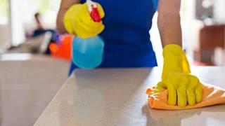Siivoojaksi voi ryhtyä matalalla kynnyksellä, mutta ansioissa ei ole hurraamista.
