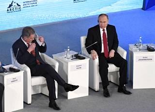 Sauli Niinistö ja Vladimir Putin tapasivat Arktisen neuvoston foorumissa Arkangelissa.