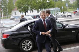 Petteri Orpo oli valtuustokauden kaksi ensimmäistä vuotta valtiovarainministerinä. Euroryhmän kokoukset Brysselissä ja valtuusto Turussa olivat usein samaan aikaan, ja Bryssel vei voiton.