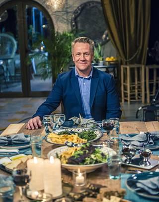 Vain elämää -sarjan kuudennen kauden aloitusjaksossa vietetään Olli Lindholmin päivää.