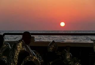 Elämä Välimeren takana siintävässä Euroopassa on unelma Libyan kautta kulkeville siirtolaisille. Moni joutuu kuitenkin maksamaan matkastaan kovan hinnan paitsi rahassa, myös muulla tavoin.
