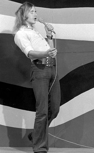 Vuonna 1973 Badding sai laulettavakseen kappaleen Fiilaten ja höyläten.