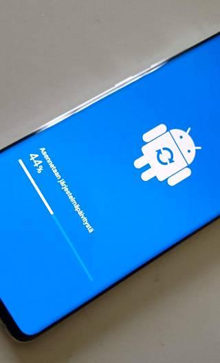 Samsung on luvannut puhelimeen kuukausittaiset tietoturvapäivitykset.