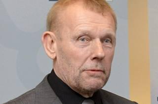 """""""Nuo pykälät eivät menisi läpi jääkiekossa"""", sanoo Jarmo Saarela."""