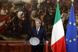 Italian pääministeri Paolo Gentiloni kommentoi tilannetta Roomassa perjantaina.