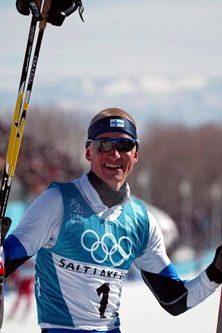 Samppa Lajusen arvokisavuosina 1997–2003 ei tarvinnut juuri arvuutella, saavuttaako Suomi arvokisamitaleita yhdistetystä vai ei. Salt Lake Cityn olympiakisoista Matti Heikkisen nykyinen työnantaja palasi 2002 kolme kultamitalia kassinpohjalla.