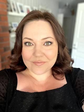 Sonja on positiivisesti yllättynyt jäätelöreseptien somesuosiosta. Aluksi videoiden kuvaaminen oli vain hauska koronavuoden harrastus.