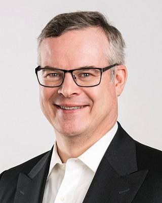 Helsingin yliopiston terveysoikeuden professori ja Husin diagnostiikkajohtaja Lasse Lehtonen.