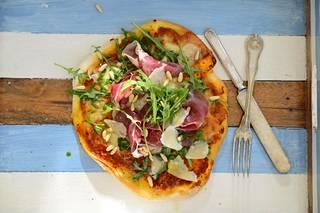 Lisää parmankinkku pizzaan vasta uunista ottamisen jälkeen.