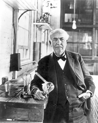 Sähkösodan toinen osapuoli Thomas Edison pyrki tiedotusvälineiden avulla vaikuttamaan yleiseen mielipiteeseen tasavirran eduksi.