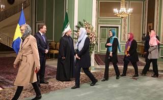 """Kuvat: Järjestö pettyi pahoin Ruotsin """"feministisen hallituksen""""  pukeutumiseen Iranissa - Ulkomaat - Ilta-Sanomat"""