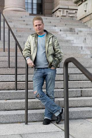 –Vapaaehtoisten työttömien vahtiminen ja töihin pakottaminen ei alenna työttömyysastetta. Näin ollen yhteiskunta ampuu käytännössä ruutia taivaalle, Tuomas Muraja sanoo.