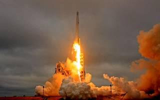 SpaceX:n raketti Falcon 9 lähdössä kansainväliselle ISS-avaruusasemalle.