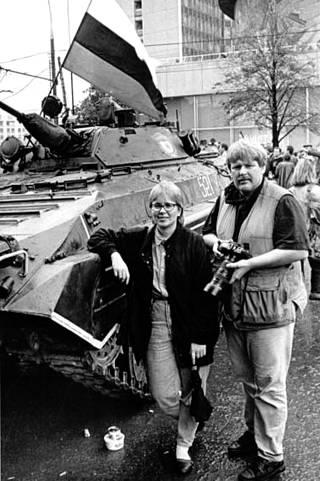Arja Paananen ja Mauri Ratilainen Moskovassa elokuussa 1991, kun vallankaappareiden juntta on juuri kukistunut.