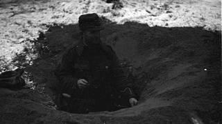 Suomalaisten taktiikkana oli kaivaa etumaastoon kuoppia ja väijyä niissä kasapanosten ja polttopullojen kanssa.
