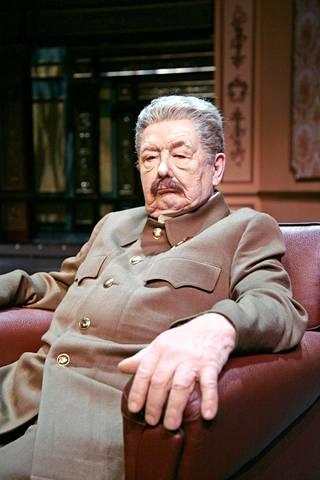 Pöysti hallitsi myös suurmiesten näyttelemisen. Mestariluokassa hän oli Josif Stalin.