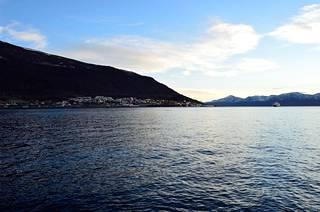 Hurtigruten-laivareitti kulkee Bergenistä Kirkkoniemeen tai toisinpäin.