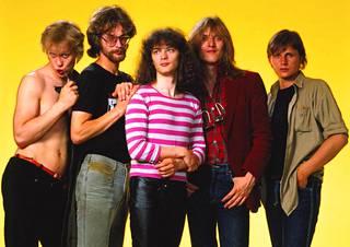 1980-luvulla Eppu Normaalilla meni lujaa. Kuvassa vuodelta 1984 laulaja Martti Syrjä, rumpali Aku Syrjä, kitaristi Juha Torvinen, kitaristi Pantse Syrjä sekä basisti Mikko Nevalainen.