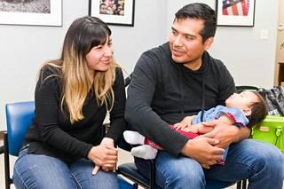 Maria ja Alejandro ovat CHIRLAn toimistossa hakemassa apua lakiasioihin. He haluavat jäädä Yhdysvaltoihin.