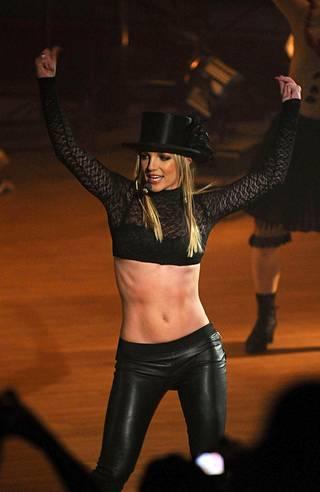 Britneyn esiintymisasuihin on aina kuulunut paljasta pintaa.